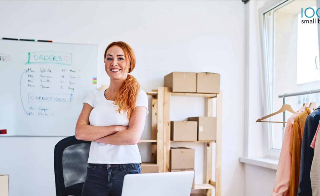 girl-shows-off-ecommerce-business-model-whiteboard